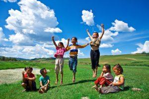 enfants sautent mongolie agence de voyages phileas frog paris 17
